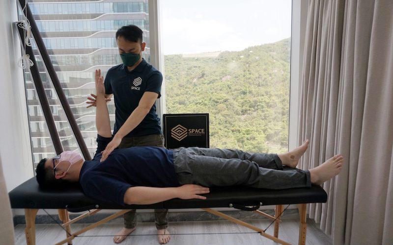 上班族腰背痛非因坐姿?運動矯正師只收願動者:運動才能改變1