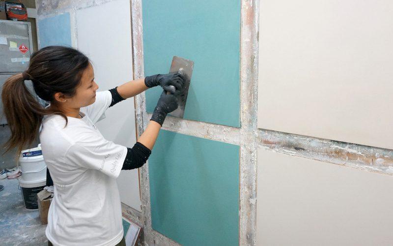 女仔做地盤?90後設計師轉行做藝術漆工人 靠一幅牆折服男師傅1